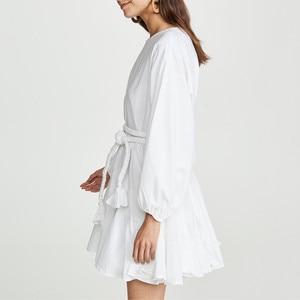 Image 2 - Twotwinstyle branco vestidos femininos o pescoço lanterna manga cintura alta bandagem mini vestidos plissados feminino 2020 moda casual