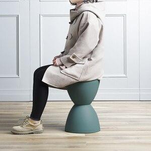 Image 5 - Taburete nórdico Simple moderno taburete pequeño, banco de plástico creativo para el hogar taburete pequeño salón familiar taburete de cambio Simple
