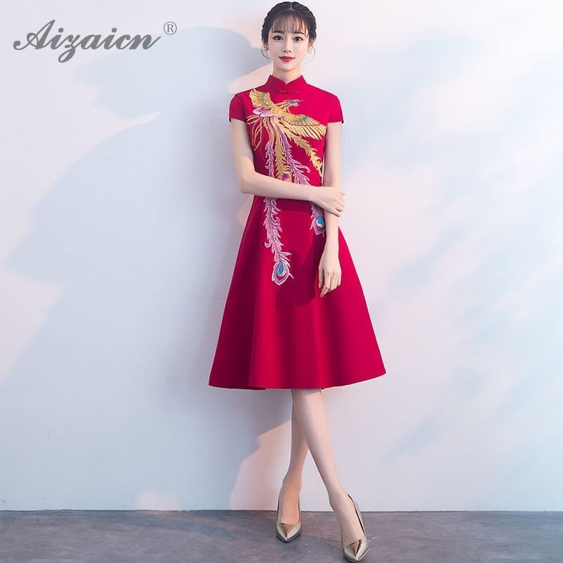 Mode 2019 rouge Long Cheongsam broderie Phoenix Qipao robes femmes chinois traditionnel Robe de mariée Robe de Style Oriental