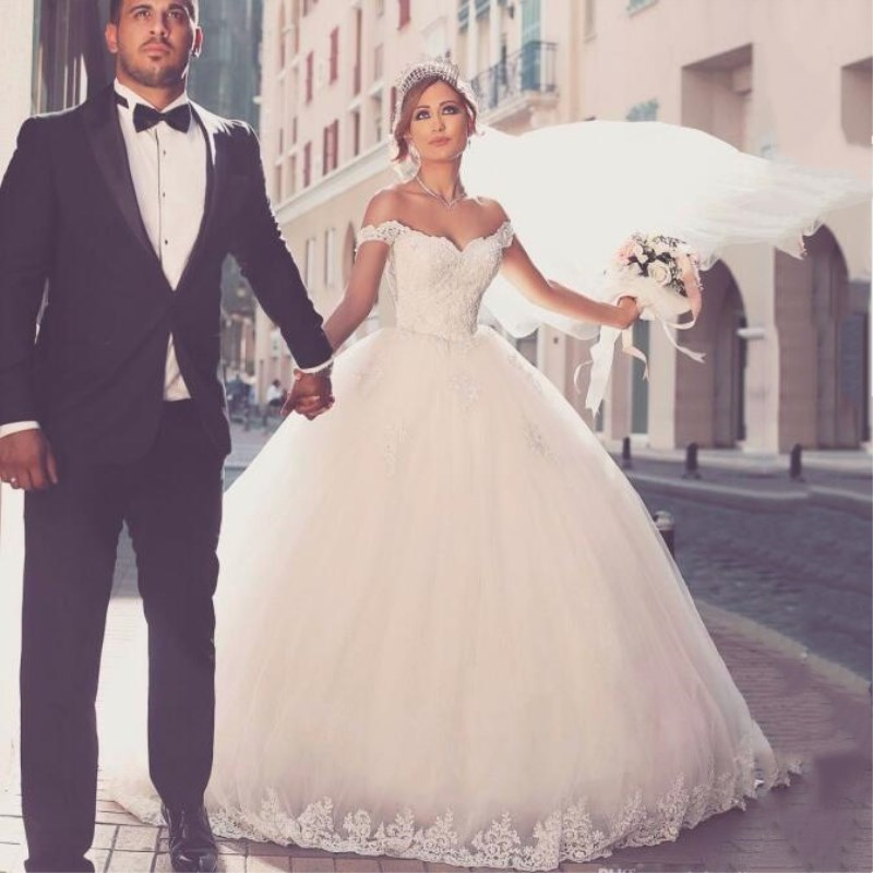Sexy Sweetheart Lace Ball Gown Wedding Dresses 2019 Applique Beaded Chapel Train Bride Gown Vestido De