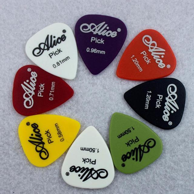 12 חתיכות אליס גיטרה פיק החלקה שחור לבן פלסטיק מתווך עבור אקוסטית חשמלי Guitarra Accessorie אקראי צבע