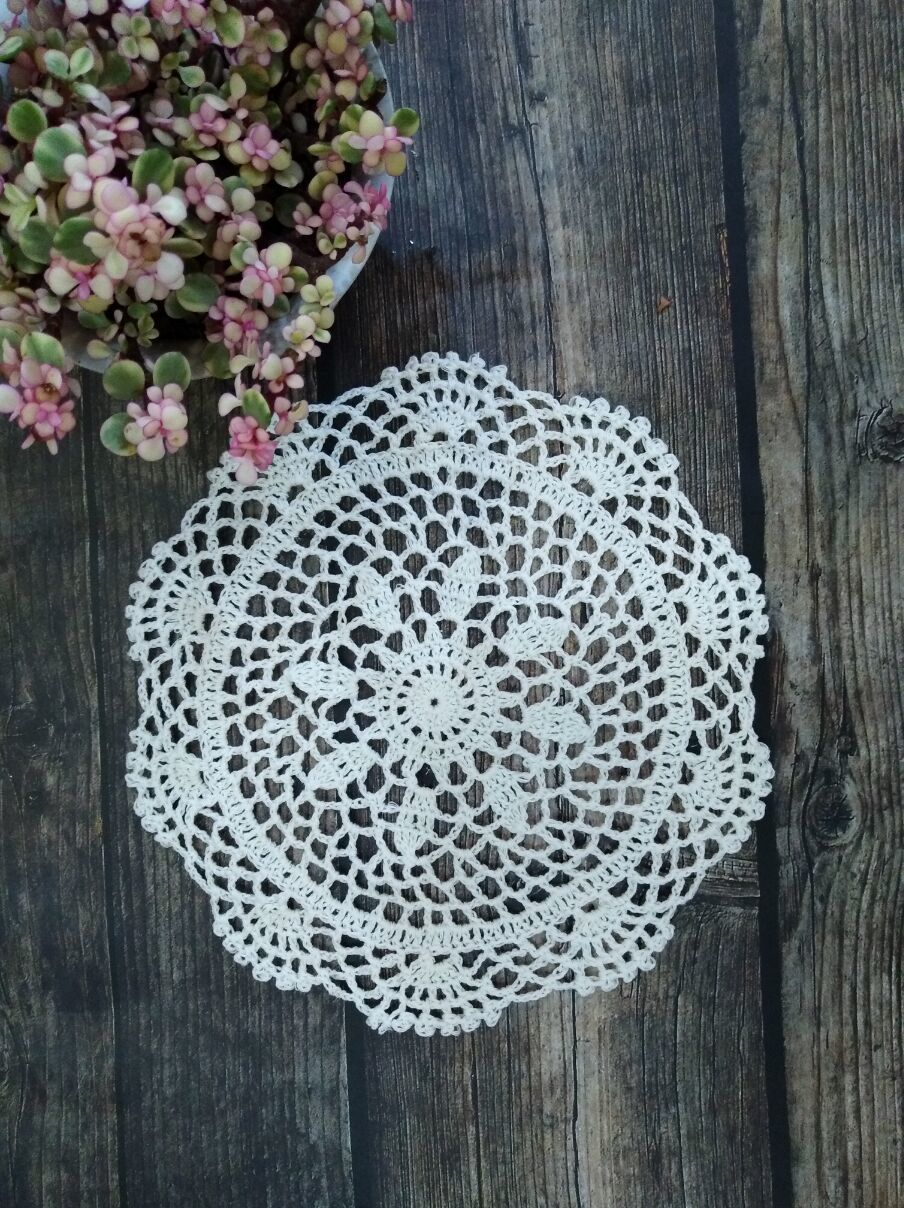 25CM Round Retro Christmas Placemat Coasters Home Dinner Table Cup Mats Cushion Coffee Tea Towel For Kitchen Cotton Lace Doily in Mats Pads from Home Garden