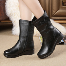 купить Women shoes 2018 Autumn And Winter genuine Leather Boots Flat Rhinestone Mid-Calf Boots Middle-aged fashion Martin genuine boots дешево