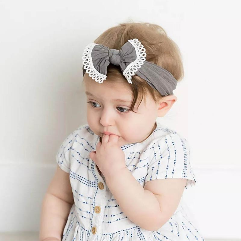 Nylon Super Macio Arco Branco Rendas Faixa do Cabelo das Crianças Colorido  Criança Headband Cocar Crianças 8dabcc1f928