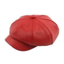 Vintage empalme Color sólido vendedor gorra de boina de moda de cuero de la  PU octogonal sombrero rojo amarillo sombrero francés. 087b7ae19a4
