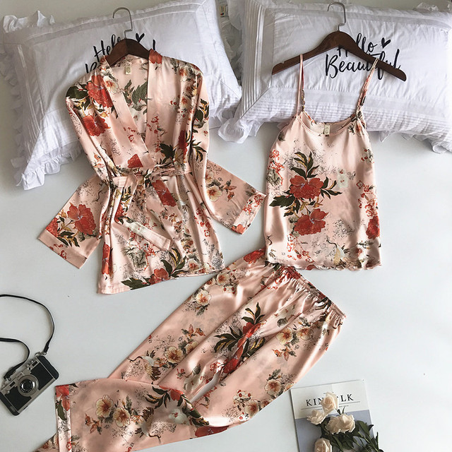 ชุดนอนสตรีชุด 3 ชิ้นแฟชั่นสปาเก็ตตี้สายคล้องซาตินชุดนอนหญิงพิมพ์ดอกไม้แขนยาว Pajama เสื้อผ้า Pijama
