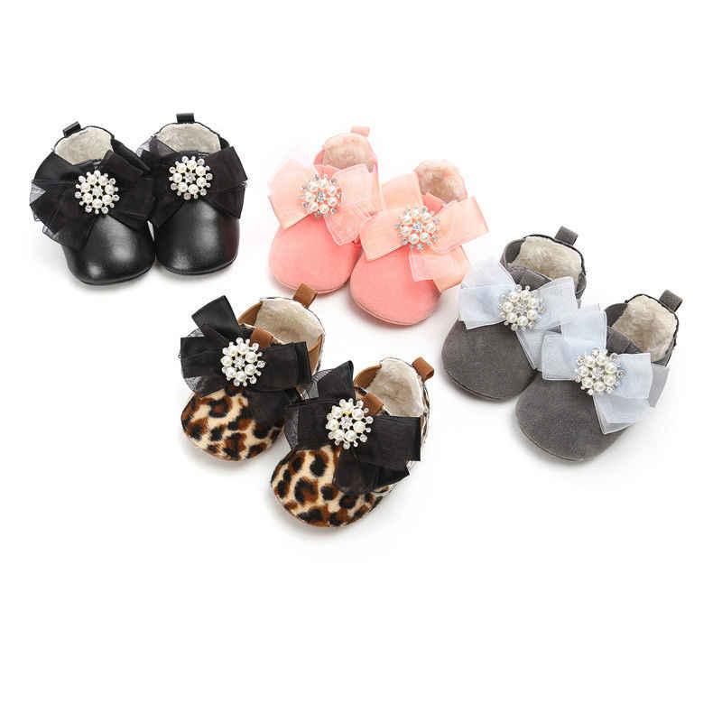Kış Küçük PU Deri Bebek yarım çizmeler Peluş Moda Leopar Bebek bebek ayakkabısı Bebek Moccasins