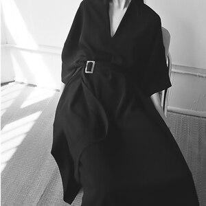 Image 4 - [EAM] 2020 חדש אביב קיץ V צוואר חצי שרוול שחור רופף מותניים תחבושת כיס ארוך גדול גודל שמלת נשים אופנה גאות JT063