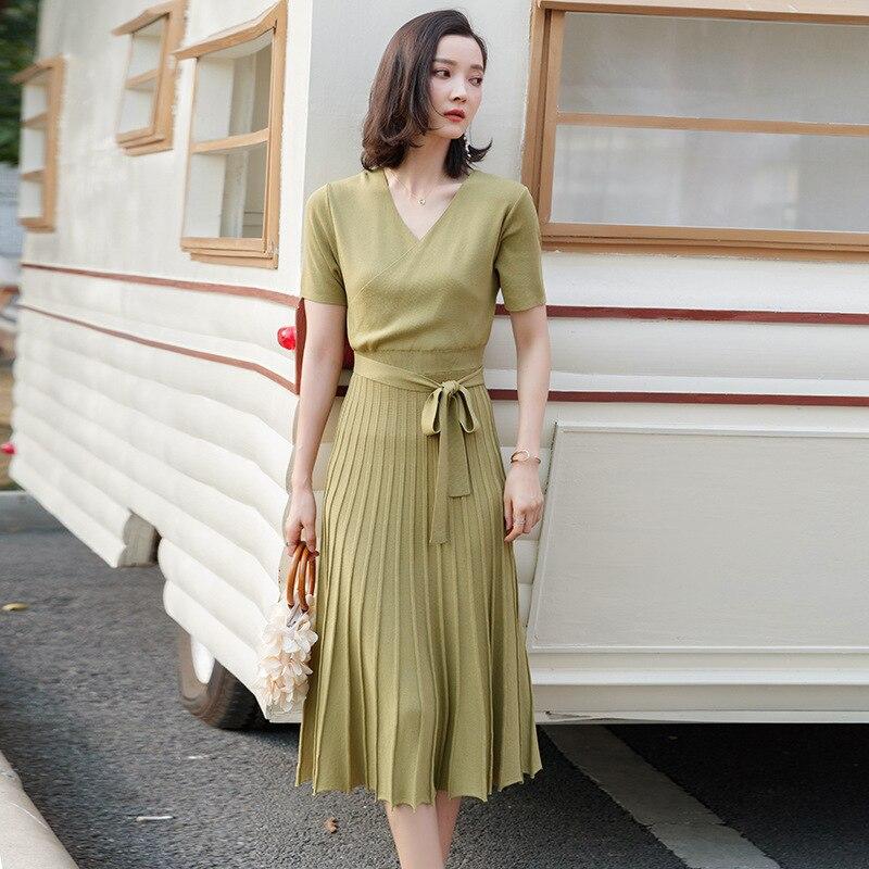 2019 printemps et été à manches courtes plissée grande balançoire robe longue tricot robe taille minceur mince col en v robe tricotée SJ1423