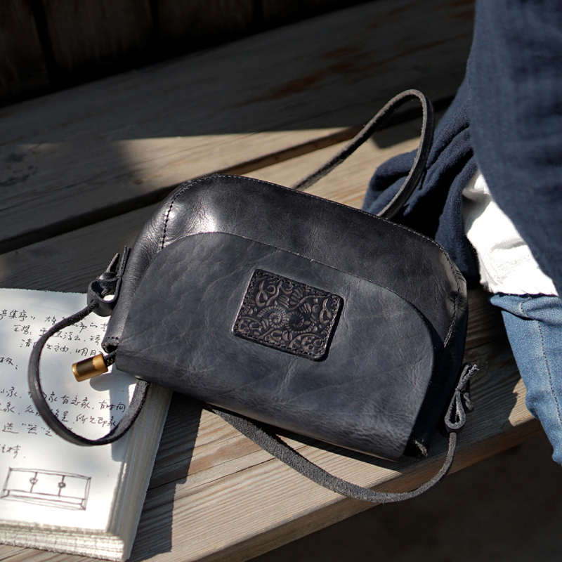 Qualité en cuir véritable femmes épaule sacs en relief rétro Totem motif peau naturelle sac à main diagonale Messenger sac à la main