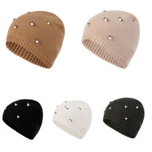 Color sólido sombrero mujeres hombres unisex casual 1 unid simple perlas de  punto beanie gorras de moda Otoño Invierno sombreros. 00f6ae84b58