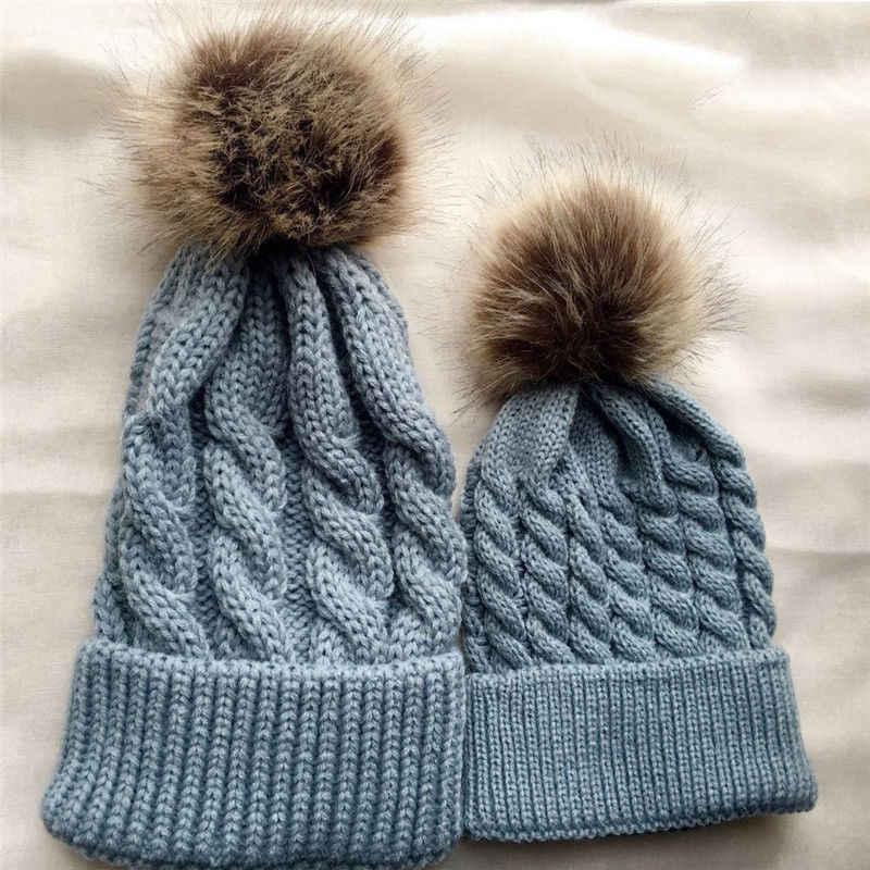 2018 ブランド新冬暖かい母子供ニット帽子ボール固体コットンビーニーキャップ 2 ピース暖かいビーニーキャップマッチング帽子