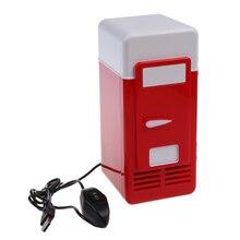 Mini USB nevera rojo sostiene una sola lata de 12 onzas que se ilumina desde el LED dentro de la nevera utilizada en su cubículo, hogar