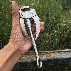 Image 5 - กลางแจ้งClimbing Campingเดินป่าตกปลาSurvivalพับGrappling Hook Clawทหารต่อสู้Carabinerเครื่องมือผนังอุปกรณ์