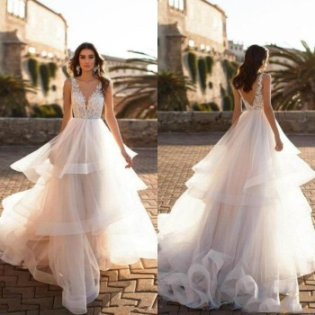 2019 V Neck Court Train Wedding Dresses Ruffle Lace Appliqued A Line Bridal Gowns Beach Wedding Dress