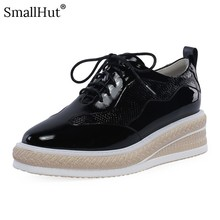 купить Women Flat Platform Shoes New Spring 2019 Ladies Lace up Casual Shoes Fashion Women Black White Square Toe Leather Flats D023 по цене 2823.44 рублей