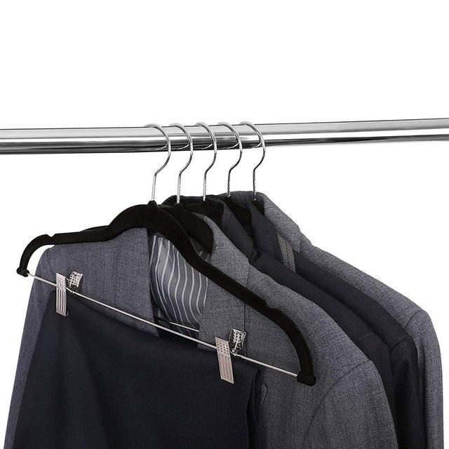 8pcs קטיפה בגדי קולבי פרימיום החלקה בגדי קולבי עם קליפים עבור שמלת מעילי מעילי בגדי מכנסיים