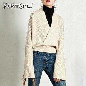 Image 2 - TWOTWINSTYLE Élégant Tricot Pull Femme À Manches Longues V Cou Hauts Pullover Femelle Décontracté Mode Tricots 2020 automne Marée