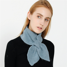 IANLAN New Winter Womens Simple Perforable Scarves Casual Girls All-match Solid Mufflers Leaf Shape Neckerchiefs IL00307