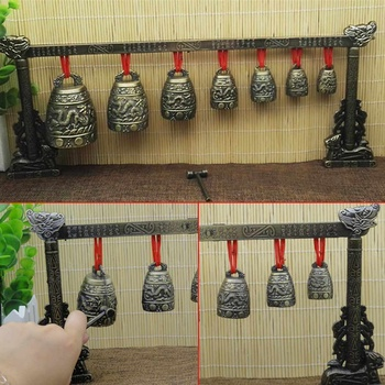 Chińskie dzwonki dzwonki mosiężne dzwonki brązowe artykuły starożytne chińskie Mini instrumenty muzyczne 7 okrągłych miedzianych dzwonków i cradall tanie i dobre opinie Bell set 31-50 cm 600g Chinese Chimes