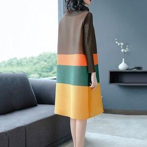 Image 3 - LANRMEM 2020 אביב קיץ אופנה חדשה קפלים בגדי נשים ארוך שרוול גולף אלסטי ניגודיות צבע שמלות YH295