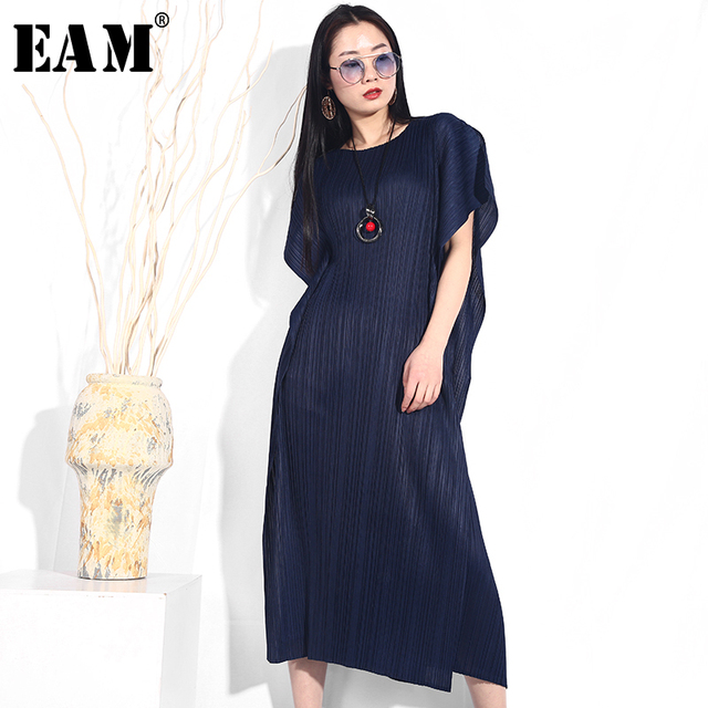 EAM] 2019 New Spring Summer Round Neck Short Sleeve Side Cut Split Joint Loose Long Big Size Pleated Dress Women Fashion JG574