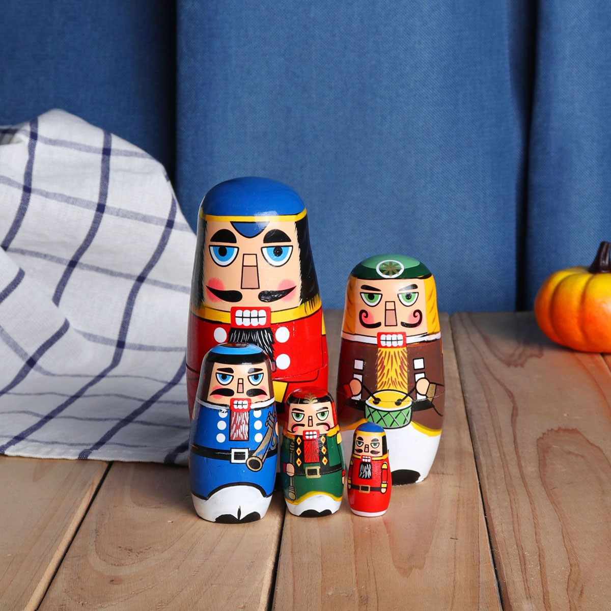 5pcs Wood Nutcracker Matryoshka Nesting Dolls Wooden Russian Doll