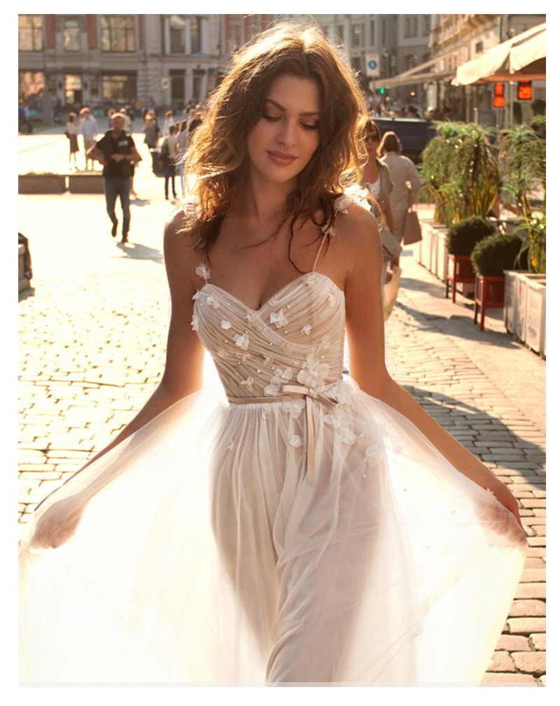Sweetheart Neck Wedding Dress Spaghetti Straps Bride Dress Sexy Simple Beach Wedding Dress 2019 Elegant 3D Flowers Bridal Gown