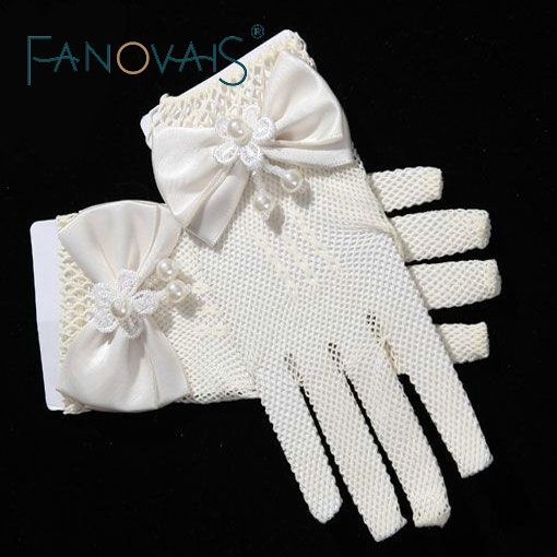 New Arrival Wrist Length Short Wedding Gloves for Little Girls with Pearls Bow Full Fingers Tulle Girls Gloves 2019