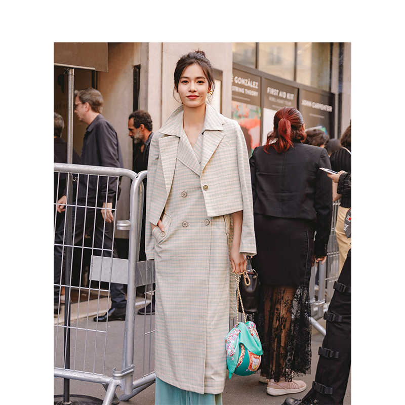 INMAN 봄 가을 턴 다운 칼라 문학 레트로 홍콩 스타일 캐주얼 벨트 격자 무늬 여성 롱 코트
