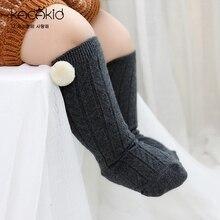 Детские носки для мальчиков и девочек с помпонами; носки до колена в испанском стиле; цвет черный, темно-серый; светильник; серые носки