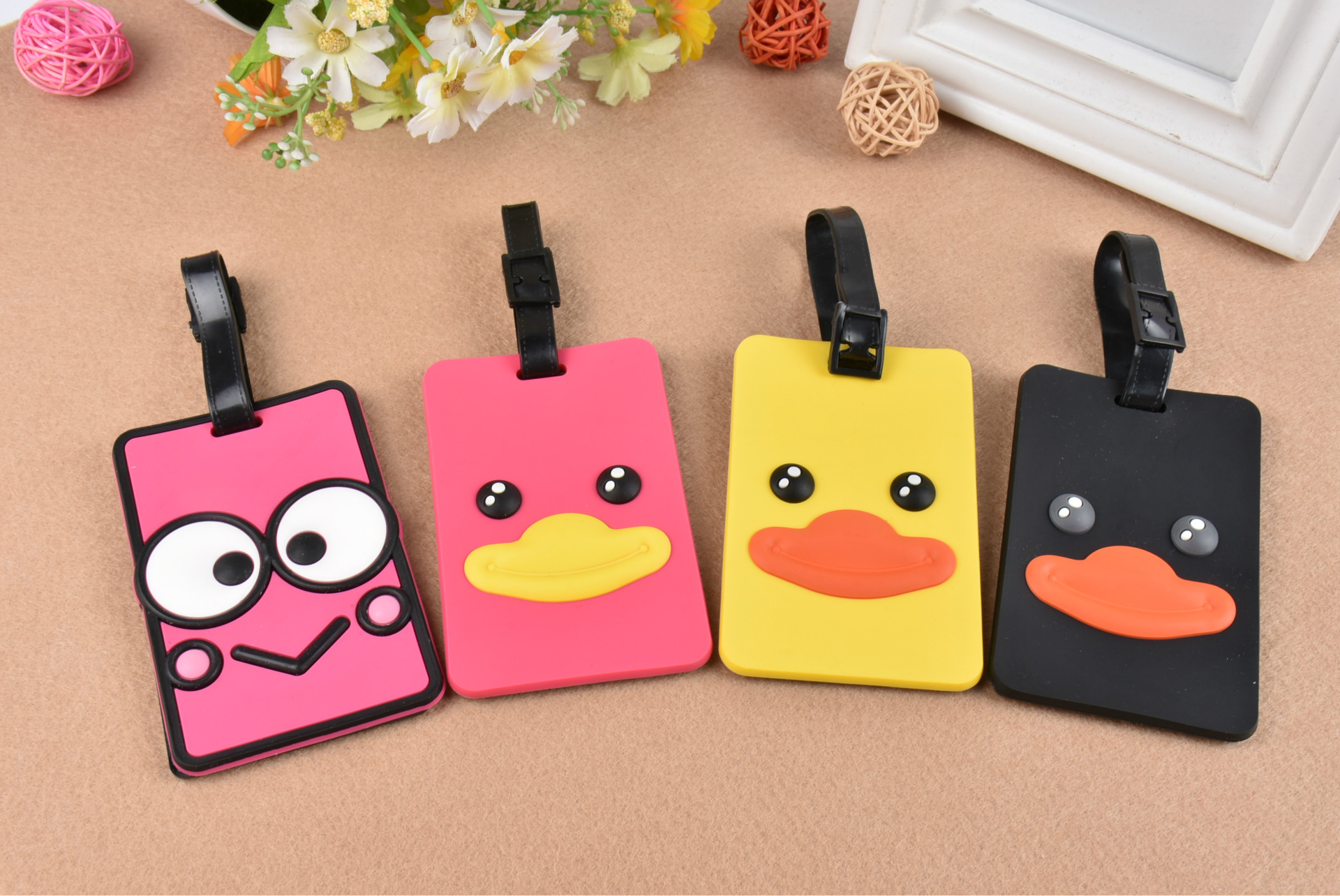 Hot Sale New Suitcase Cartoon Duck Mouth Luggage Tags Design ID Tag Address Holder Identifier Label Travel Accessories