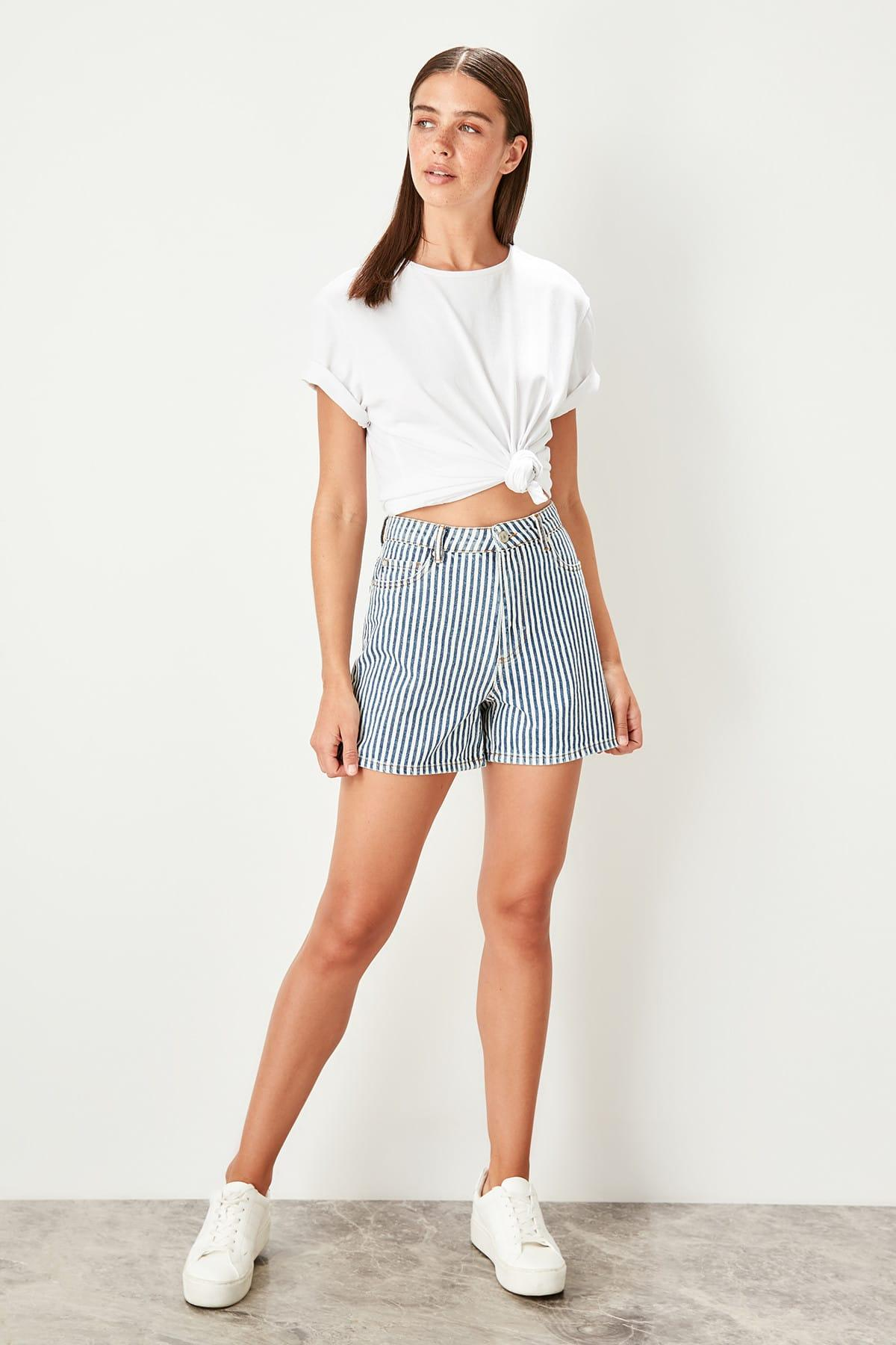 Trendyol Blue Stripe Denim Shorts TWOSS19UG0016
