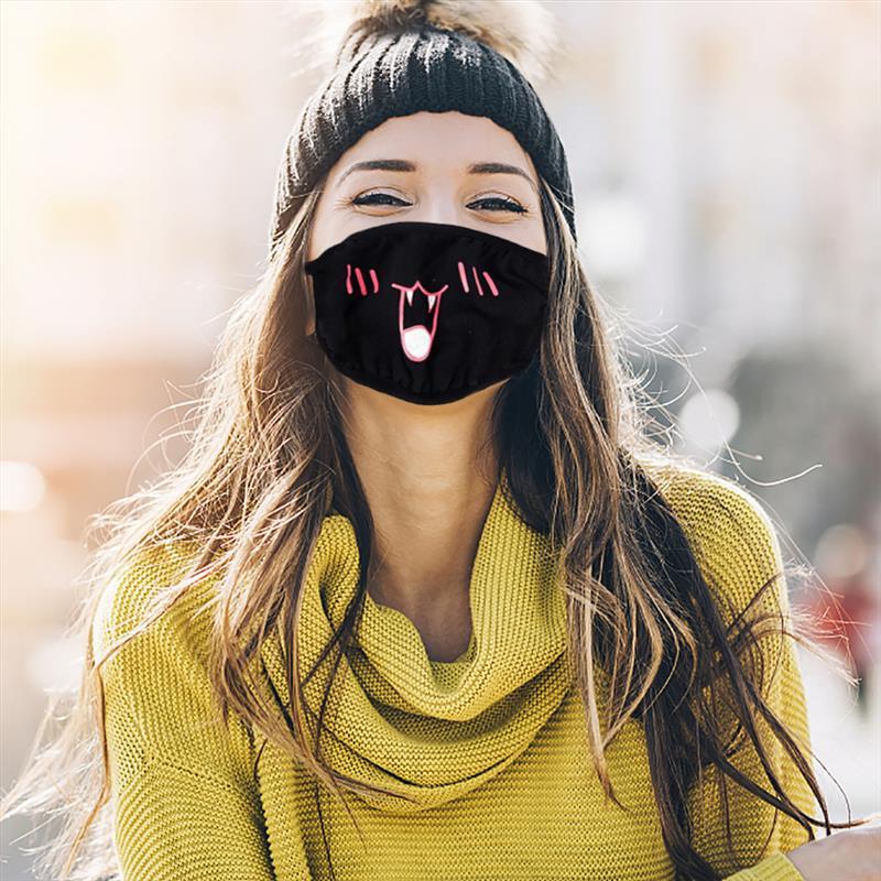Девушки с маской на рту