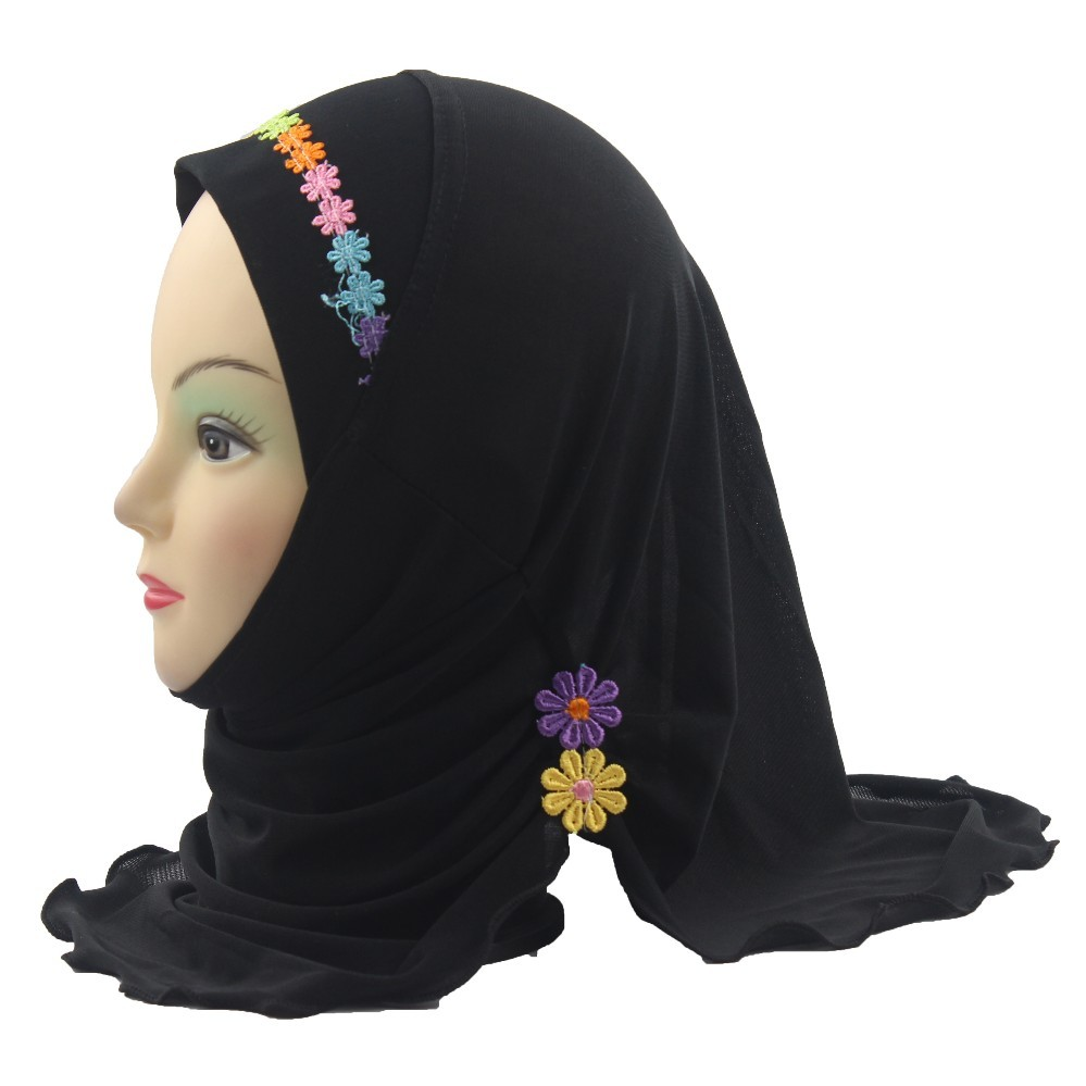 2018 Girls Kids Muslim Hijab Islamic Arab Scarf Shawls With Beautiful Flowers About 45cm For 2 To 7 Years Old Girls