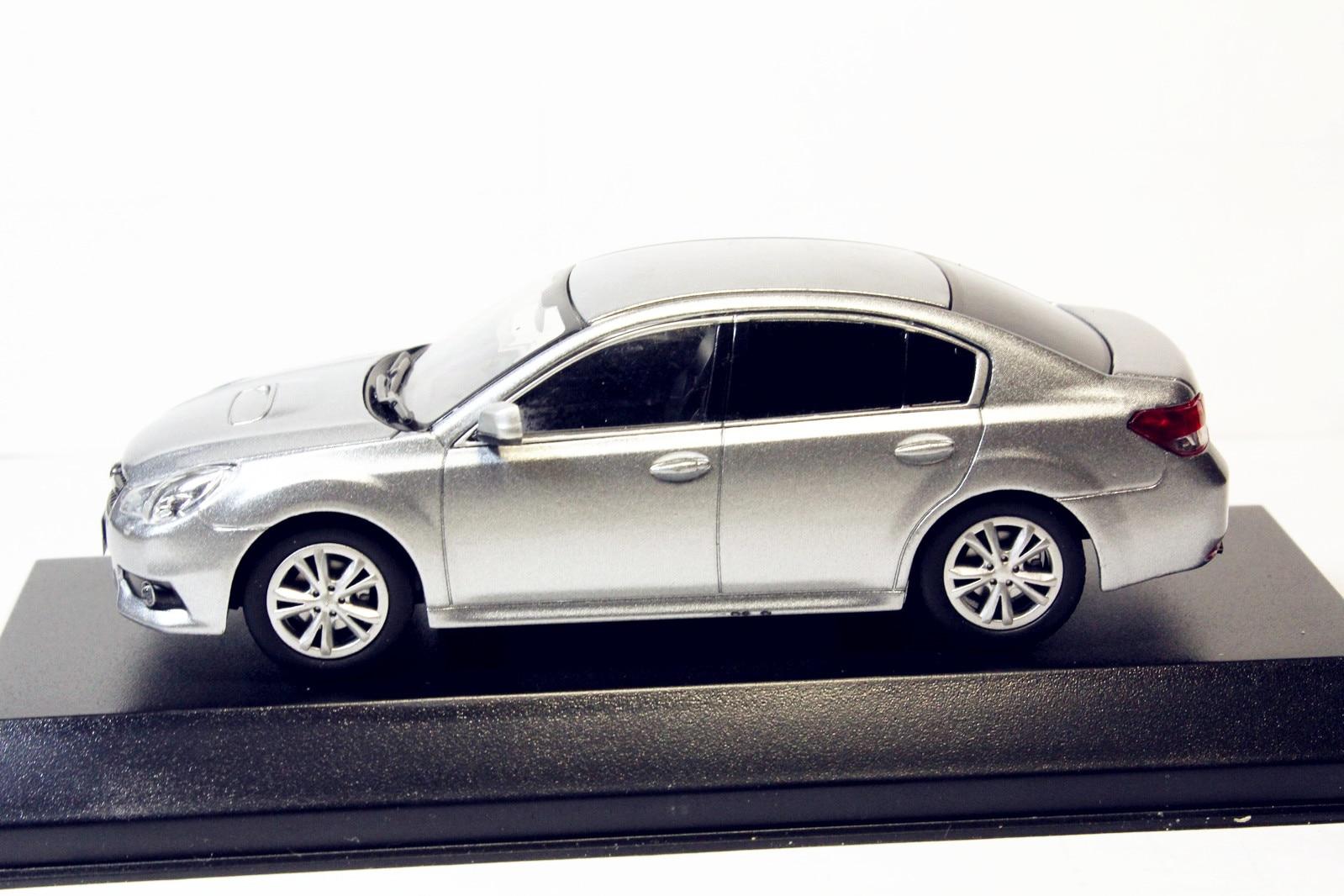 1//43 Subaru Legacy B4 argent Moulé Sous Pression model