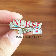 10 pcs 뜨거운 판매 의사 의료 병원 금속 핀 배지 선물 빨간 간호사 바늘 bandaid 응급 처치 키트 에나멜 옷깃 핀과 브로치