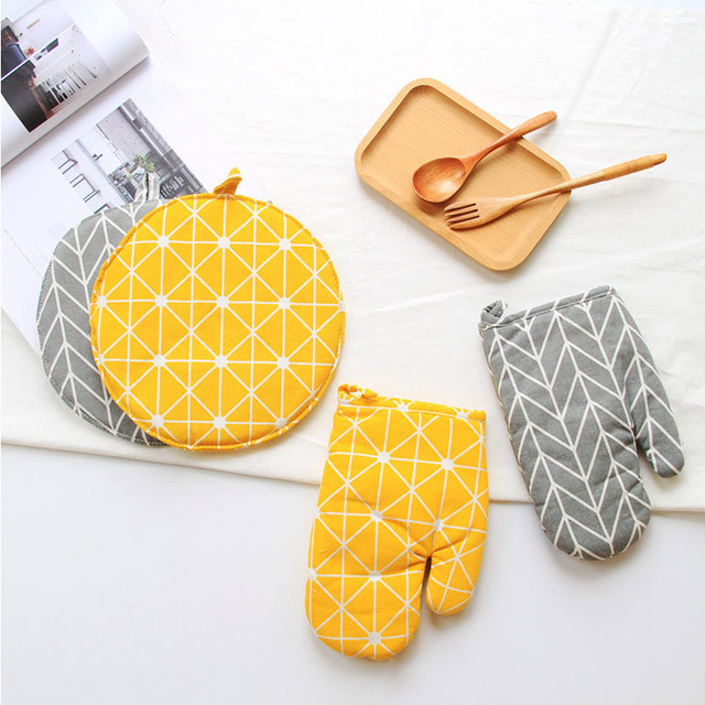 1 Piece Cute Non-slip Yellow Gray Cotton Fashion Nordic Kitchen Cooking microwave gloves baking BBQ potholders Oven mitts 1
