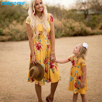 Mother Daughter Bohemian Maxi Dress Family Look Matching Outfits 2018 Short Sleeve Mommy and Me Floral Swimwear Dresses Clothes