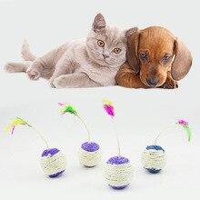 Распродажа игрушки для домашних животных коготь для кошек коготь Когтеточка Волан шар 1 шт. устойчив к ловлю Разноцветные перья случайный цвет