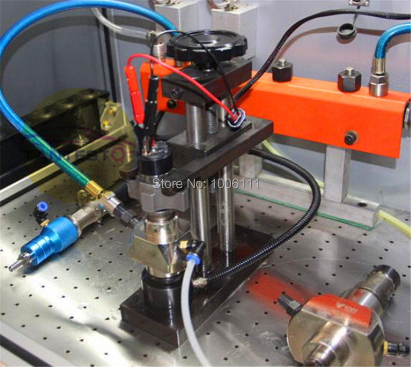 diesel common rail injector clamp frame installed in the common rail test bench, with diesel oil collector