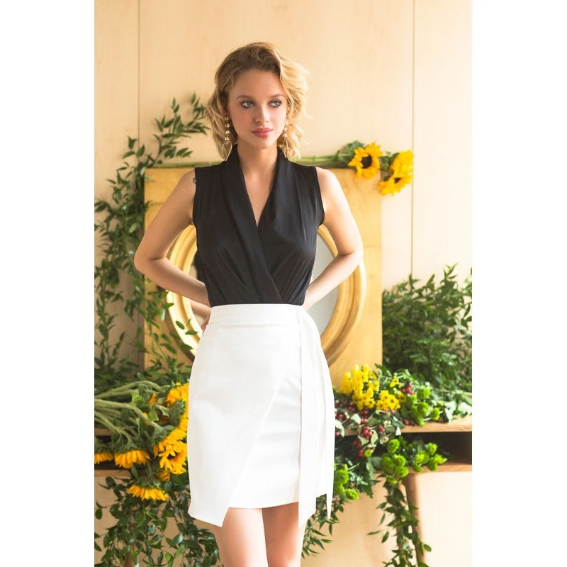 Skirt. Color white. plaid pencil skirt