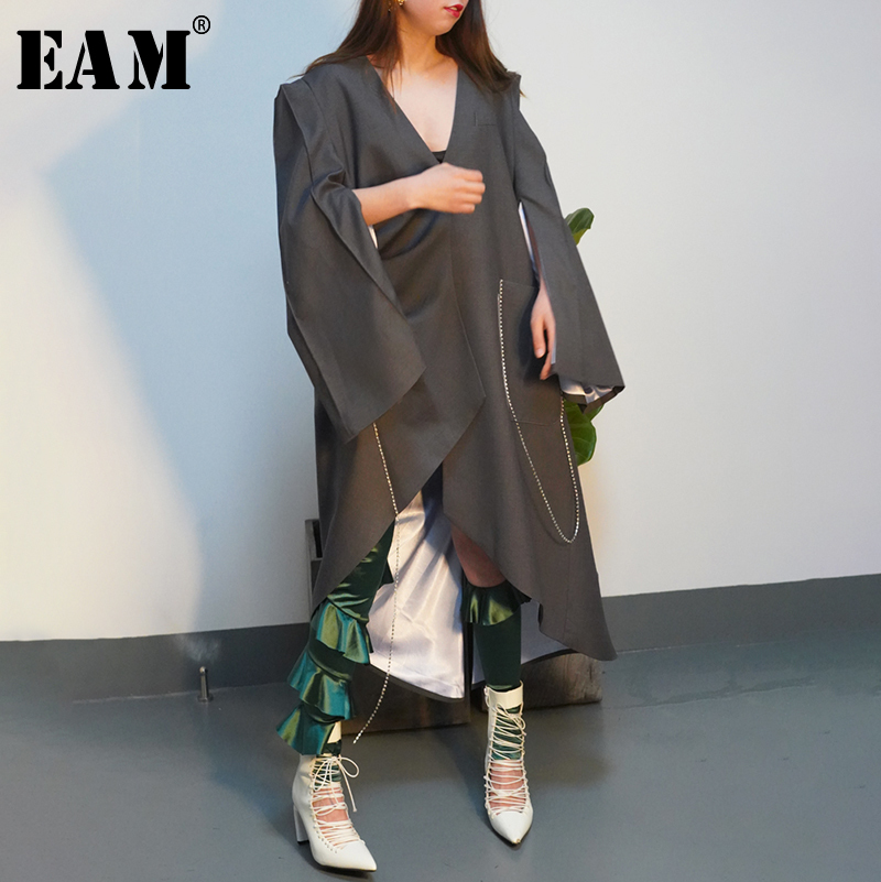 [EAM] 2019 New Spring Summer V-collar Long Sleeve Gray Pleated Stitch Big Size Irregular Windbreaker Women   Trench   Fashion JQ373