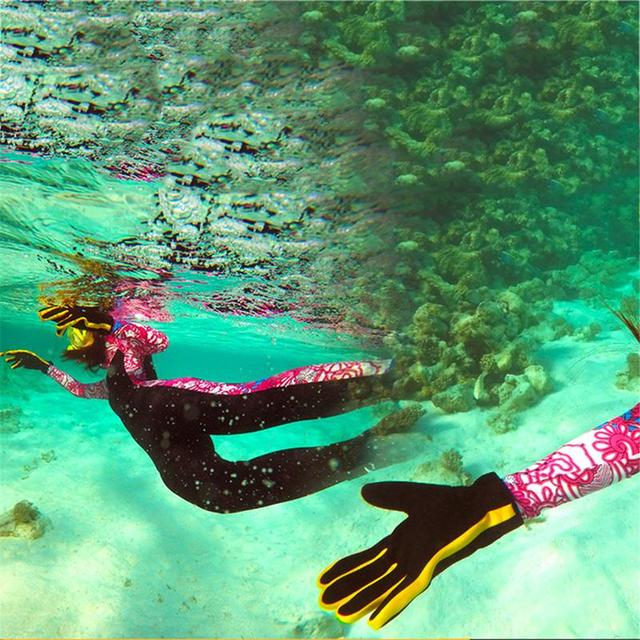 Warm Striped Diving Gloves