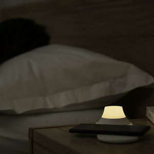 Image 3 - Xiaomi Yeelight Wireless Nacht Licht Ladegerät mit LED Magnetische Anziehung Schnelle Lade Für iPhone Samsung Huawei Xiaomi Telefon