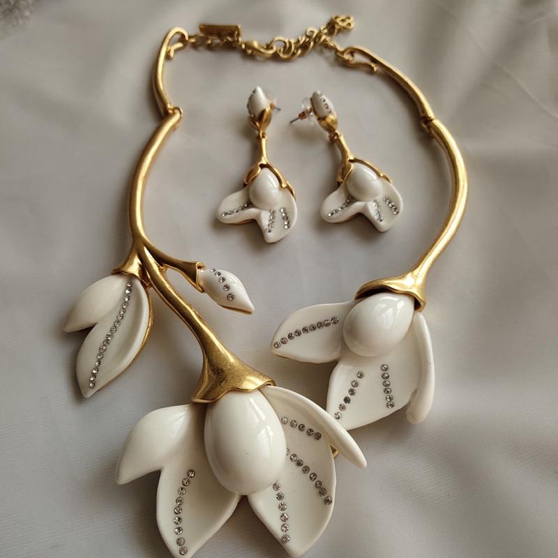 copper white  Magnolia flowers short necklace earrings jewelry setcopper white  Magnolia flowers short necklace earrings jewelry set