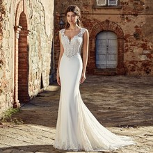 2019 New V Neck Sleeveless Wedding Dresses Illusion Bodice  Lace Appliques Garden Bridal Gowns Sweep Train A Line Wedding Dress