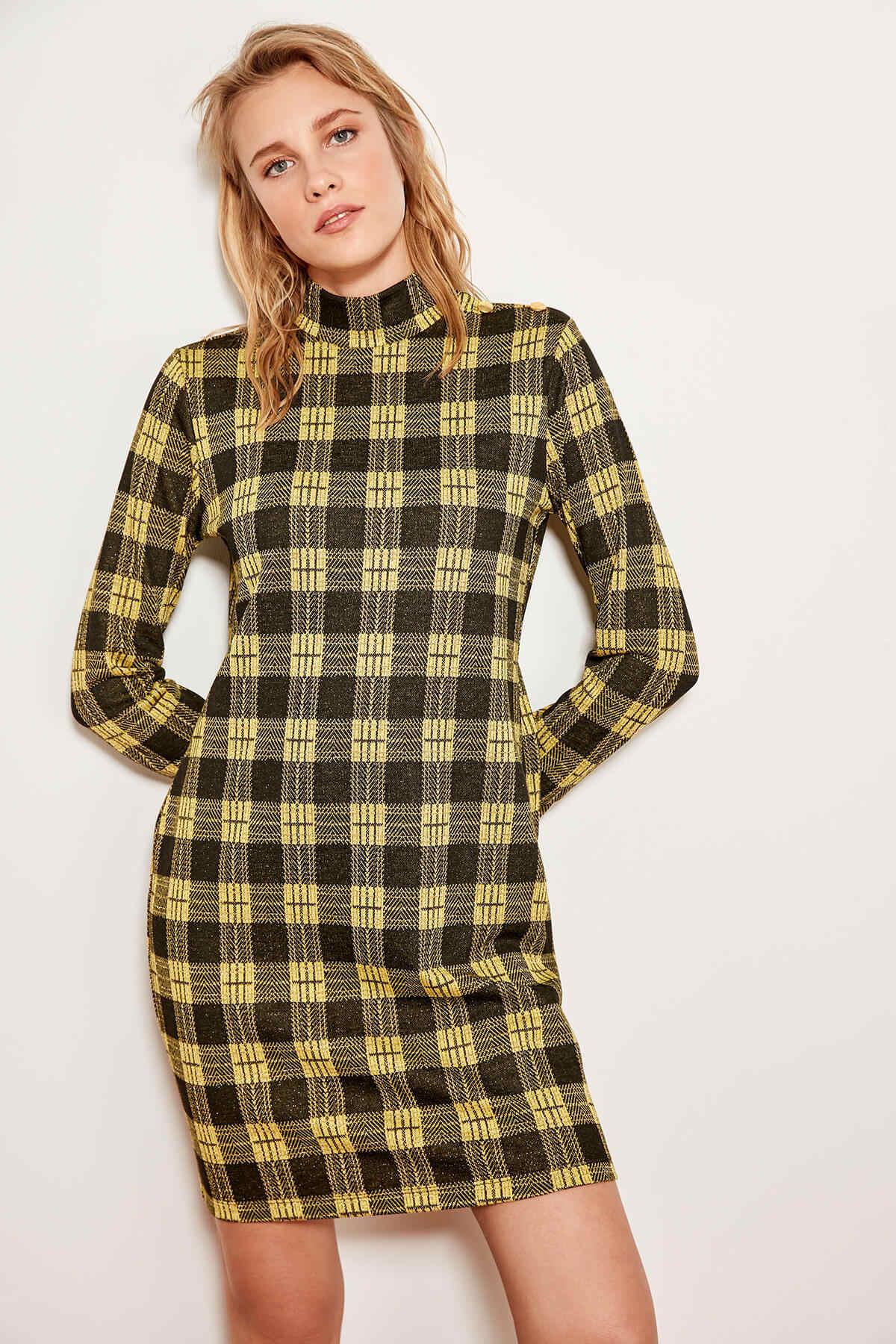 Трикотажное платье в желтую клетку Trendyol TCLAW19XJ0010