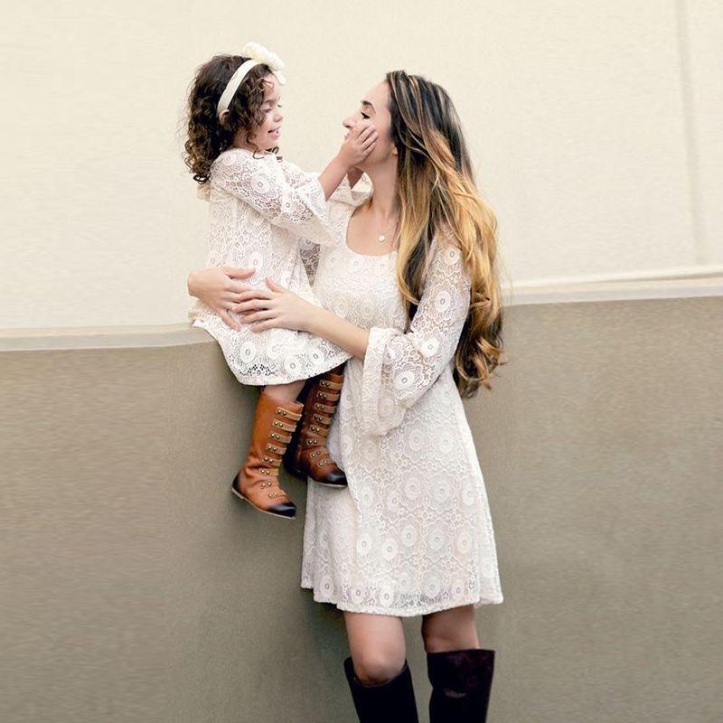Женское белое кружевное платье больших размеров; Одинаковая одежда для мамы и дочки; Повседневная Свободная одежда с длинными расклешенным...