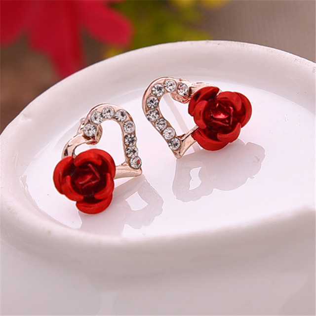 Elegant Heart Shaped Rhinestone Stud Earrings with Rose Decoration